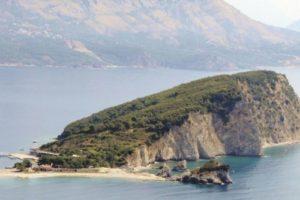 Экс-премьер Таиланда купил остров в Черногории